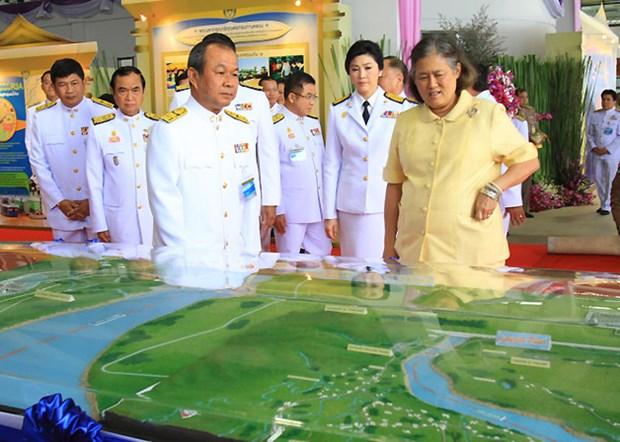 Ba Yingluck van du le khanh thanh cau huu nghi Thai-Lao hinh anh 1