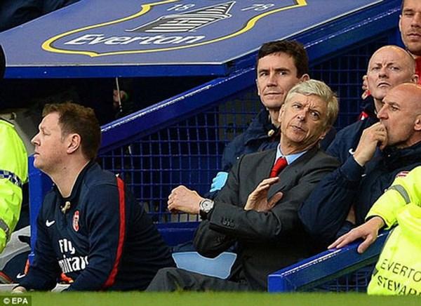 Tin 7/4: Wenger bat dau nan chi, Bayern gap tin du hinh anh 1