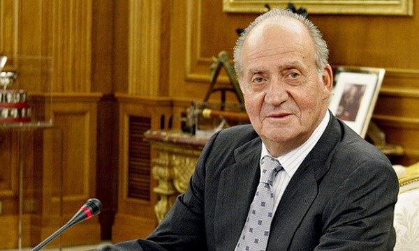 Hoang cung Tay Ban Nha: Vua Juan Carlos thoai vi vi ly do chinh tri hinh anh 1