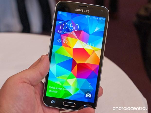 Galaxy S5 giup Samsung hut nguoi dung cua Apple o chau Au hinh anh 1