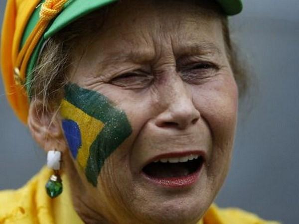 Tuyen Brazil khong xung dang duoc nhan nhung giot nuoc mat hinh anh 1