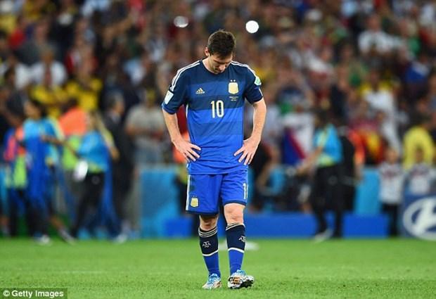 Lionel Messi buon ba va suyt khoc khi nhan Qua bong vang hinh anh 1
