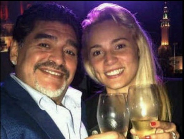 Ban gai cu cua huyen thoai Maradona bi bat vi an cap o Dubai hinh anh 1