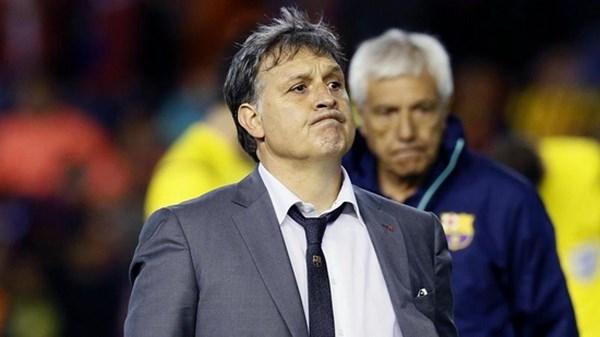 Cuu HLV Barca lam thuyen truong Argentina, Conte dan dat Italy hinh anh 1