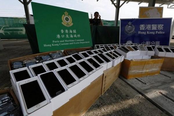 Canh sat Hong Kong bat vu buon lau hon 100 chiec iPhone 6 hinh anh 1