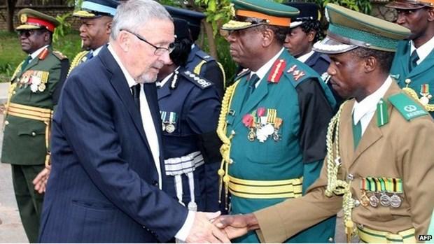 Zambia: Tong thong bi dinh chi tu cach lanh dao dang cam quyen hinh anh 1