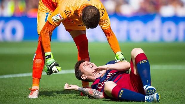 Messi khong phai phau thuat, co the tro lai som hon du kien hinh anh 1