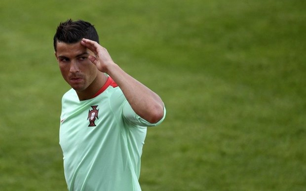 Mot minh Ronaldo co the giup Bo Dao Nha ha guc Iceland? hinh anh 1