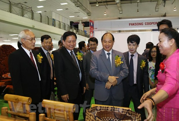 Hoi cho Thuong mai Viet-Lao 2016 thu hut hon 200 doanh nghiep hinh anh 3