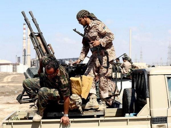 Libya: Danh bom xe nham vao luc luong an ninh, 22 nguoi chet hinh anh 1