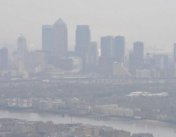 Suong mu day dac khien hang loat chuyen bay o London bi hoan hinh anh 1