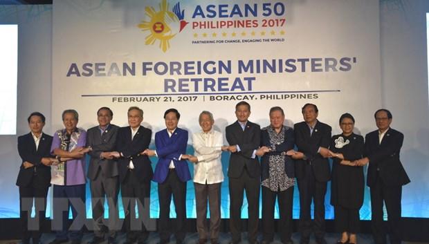 Hoi nghi hep Bo truong Ngoai giao ASEAN ban nhieu van de nong hinh anh 1
