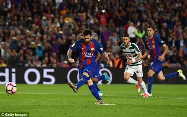 Barcelona mat ngoi vuong, Messi van lap cu dup danh hieu hinh anh 1