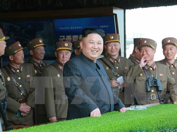 Ong Kim Jong-un ra lenh cho khong quan san sang tan cong tau san bay hinh anh 1