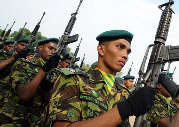 Sri Lanka trien khai quan doi tren duong pho, ban bo lenh gioi nghiem hinh anh 1