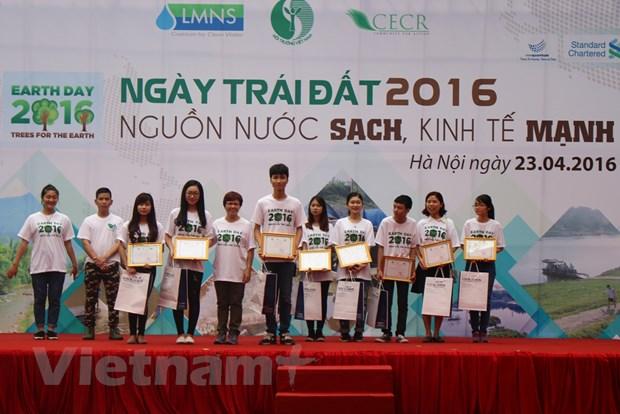 "Ngay Trai Dat 2016: Chung tay ""cuu"" nguon nuoc, bao ve moi truong hinh anh 1"