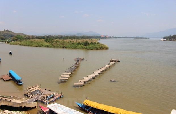 Bai 1: Khi muc nuoc song Mekong thay doi bat thuong hinh anh 1