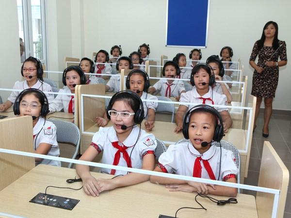 "Tre sinh nam ""rong vang-de vang"" dong loat chuyen cap, truong lao dao hinh anh 1"