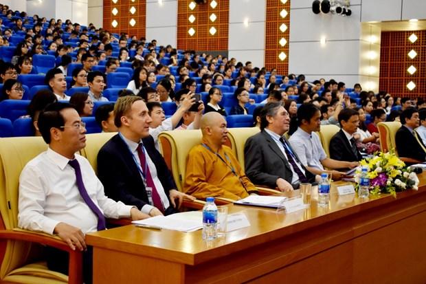 Hon 600 sinh vien Ha Noi doi thoai ve van de 'chong' bien doi khi hau hinh anh 1
