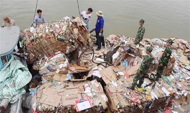 Con gan 4.000 container phe lieu nhua ton du tai cang bien Viet Nam hinh anh 2