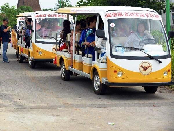 Khai thac thu nghiem xe oto dien chay trong cang Noi Bai hinh anh 1