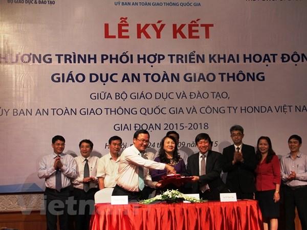 Honda Viet Nam tang 16.000 mu bao hiem dat chuan cho hoc sinh hinh anh 1