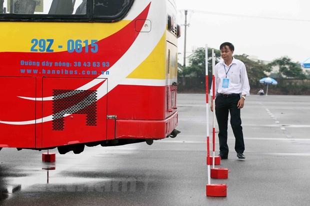 Ha Noi: Tai xe xe buyt trinh dien ky nang