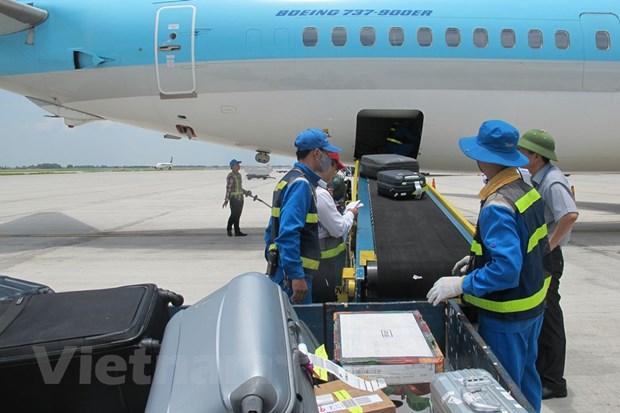 Doan khach di may bay Vietnam Airlines bi pha khoa, mat 50 trieu dong hinh anh 1