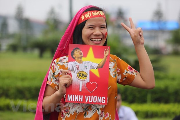 Co dong vien hao huc cho don tuyen Olympic Viet Nam ve nuoc hinh anh 7