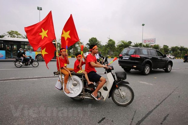 Co dong vien hao huc cho don tuyen Olympic Viet Nam ve nuoc hinh anh 4
