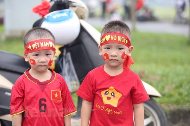 Co dong vien hao huc cho don tuyen Olympic Viet Nam ve nuoc hinh anh 5