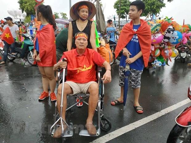 Co dong vien gay cot song 6 nam 'vin' xe lan don Olympic Viet Nam hinh anh 1
