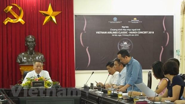 Ha Noi va Vietnam Airlines to chuc hoa nhac tai pho di bo Ho Guom hinh anh 2
