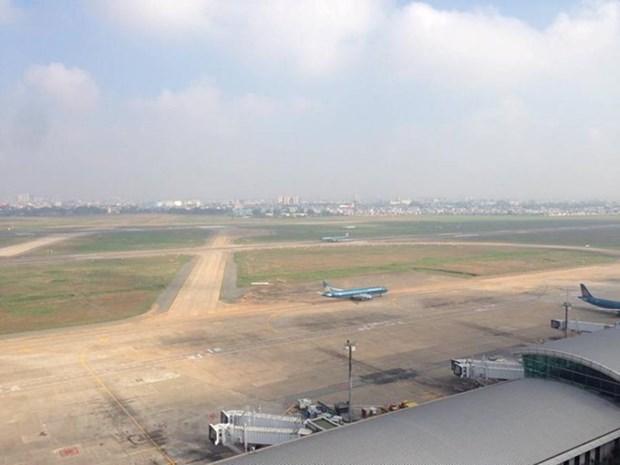 May bay Vietnam Airlines bi xit lop khi ha canh tai san bay Noi Bai hinh anh 1