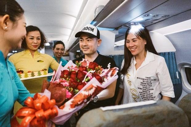 Vietnam Airlines 'to chuc dam cuoi' tren khong cho hanh khach hinh anh 1