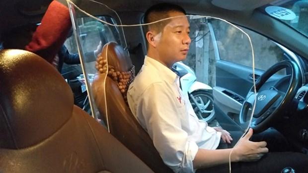 Taxi lap vach ngan bao ve: An toan hay giam kha nang thoat hiem? hinh anh 1