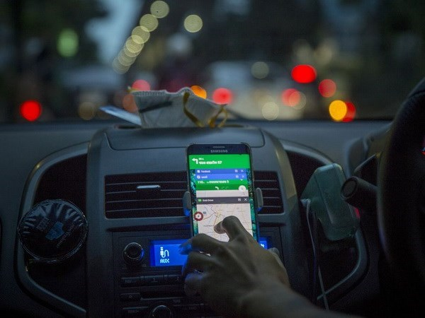 Quan Grab giong taxi: Cach nao de nhan dien xe cong nghe? hinh anh 1