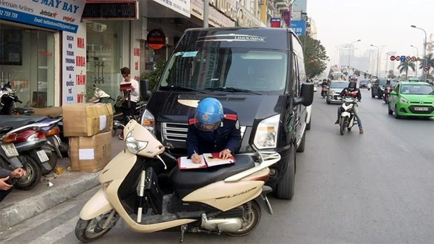 Hang tram xe bo ben o Ha Noi: Loi tai xe sang Limousine hay 'chay du'? hinh anh 1