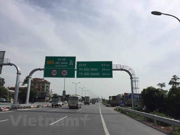 Phương tiện lưu thông trên tuyến đường Hà Nội-Bắc Giang. (Ảnh: Việt Hùng/Vietnam+)
