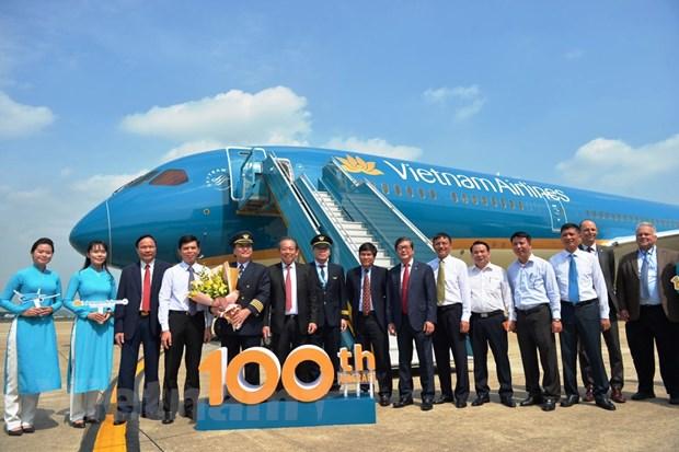 Vietnam Airlines don tau bay thu 100, nang tam hang khong Viet hinh anh 1