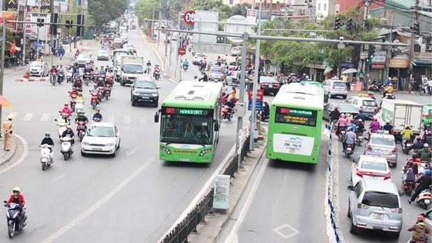 Ha Noi: Khach di xe buyt nhanh BRT khong phai dung tien mat de mua ve hinh anh 1
