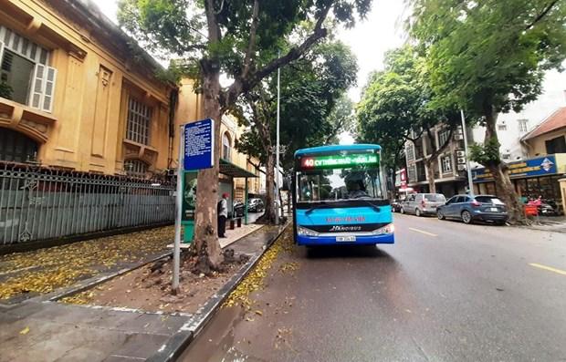 Xe buýt Hà Nội sụt giảm sản lượng và doanh thu trong quý 1/2021 do ảnh hưởng của dịch COVID-19. (Ảnh: Việt Hùng/Vietnam+)