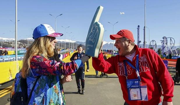 25.000 tinh nguyen vien lam ruc ro sac mau Olympic Sochi hinh anh 1