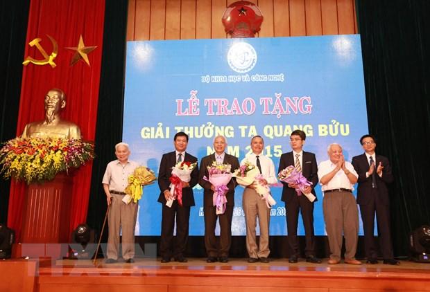 4 cong trinh khoa hoc duoc trao Giai Ta Quang Buu 2015 hinh anh 1