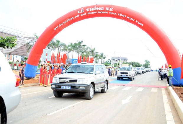 Thong xe tuyen duong Ho Chi Minh qua tinh Kon Tum va Gia Lai hinh anh 1