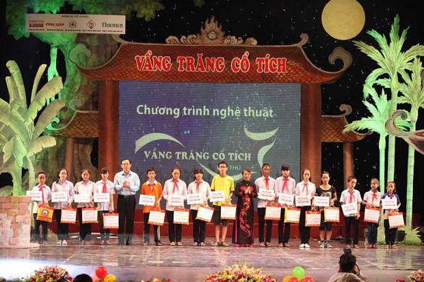 """""""Vang Trang co tich"""" tang gan 800 trieu dong cho tre em ngheo hinh anh 1"""