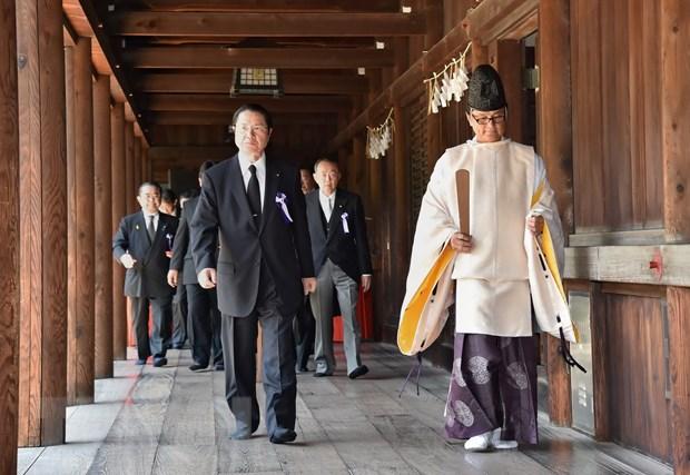 70 nghi sy Nhat Ban tham den Yasukuni nhan le hoi mua Thu hinh anh 1