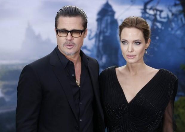 Angeline Jolie noi dien, duoi co bao mau vi