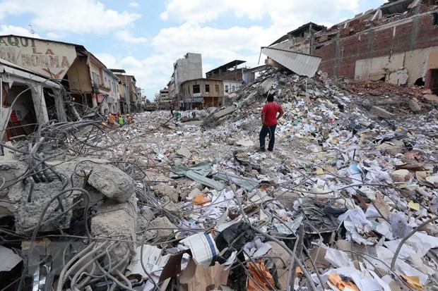 Ecuador xay ra hon 700 du chan sau tran dong dat 7,8 do Richter hinh anh 1