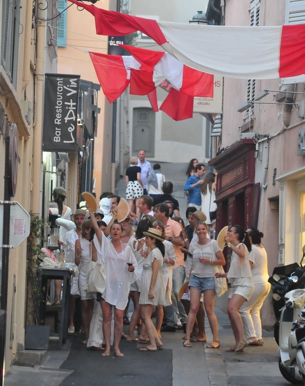 Va Thuong de da tao ra Saint Tropez... noi EURO khong ton tai hinh anh 3